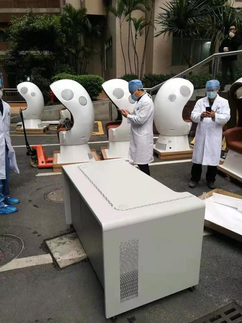 广东省人民医院:配置呼研所创新研产的隔离椅、隔离诊台等